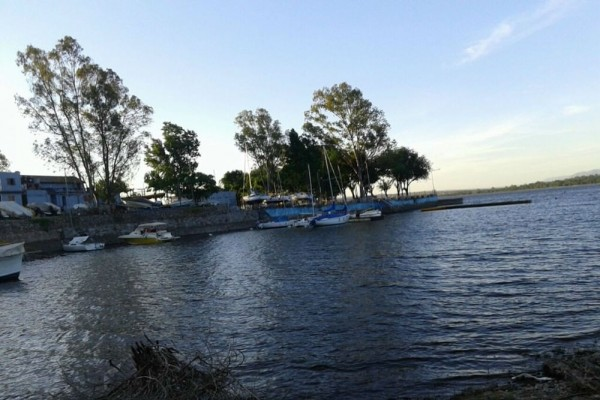 lote  con salida al lago  20 mts